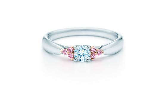 ピンクダイヤを使った婚約指輪のデザイン