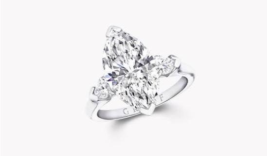 婚約指輪などのセンターに使われると共に主にリングデザインの中に効果的に使われる