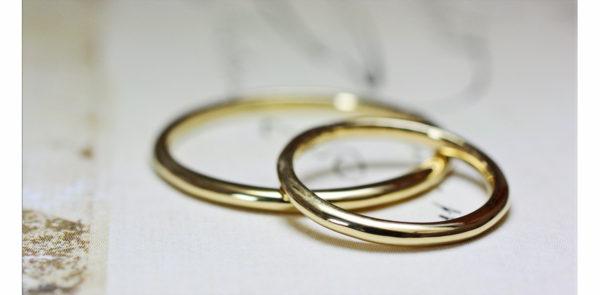 幅の狭い極細の結婚指輪1