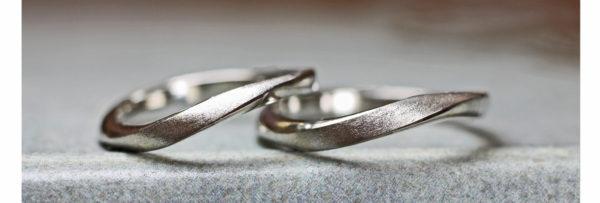 ウェーブラインの結婚指輪 2