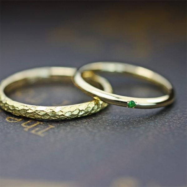 メンズリングにツチメのテクスチャーを加えた 極細のゴールド結婚指輪オーダーメイド
