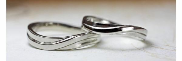 ウェーブラインの結婚指輪 1