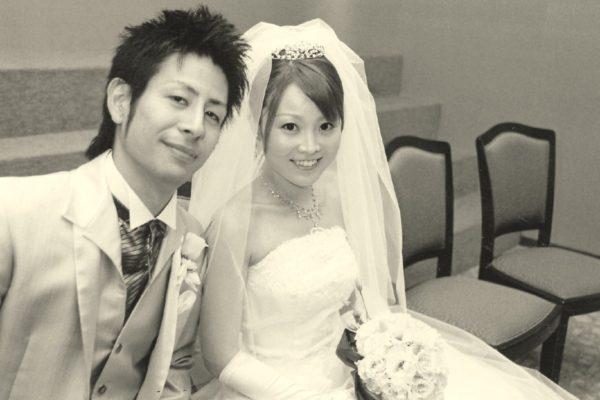 ピンクとホワイトゴールドの結婚指輪を挙式で交換