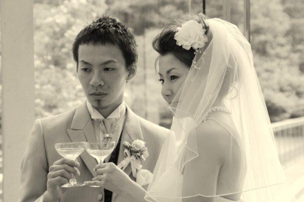 空間デザイナーの二人が考えたリボンの結婚指輪とその結婚式