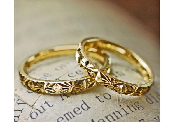 ピラミデ・結婚指輪ゴールド