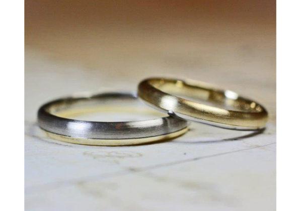 ゴールド&グレーを2:1で組み合わせた丸いフォルムの結婚指輪