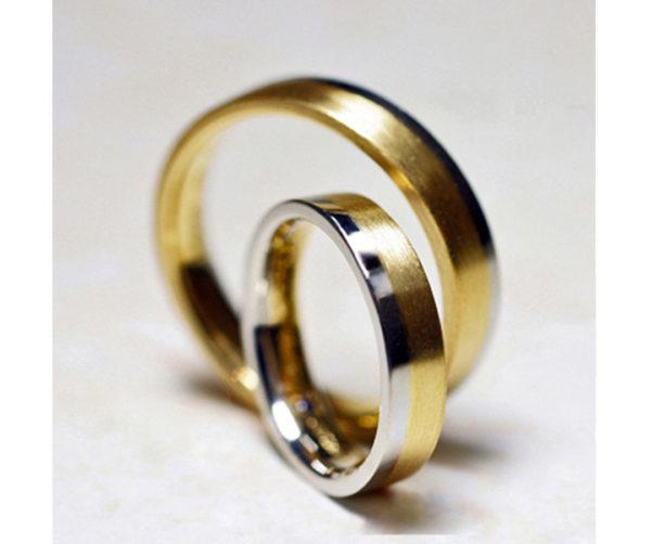 シフォン・結婚指輪ゴールドコンビ