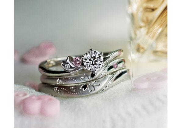 サクラデザインを結婚指輪と婚約指輪でつくるセットリング