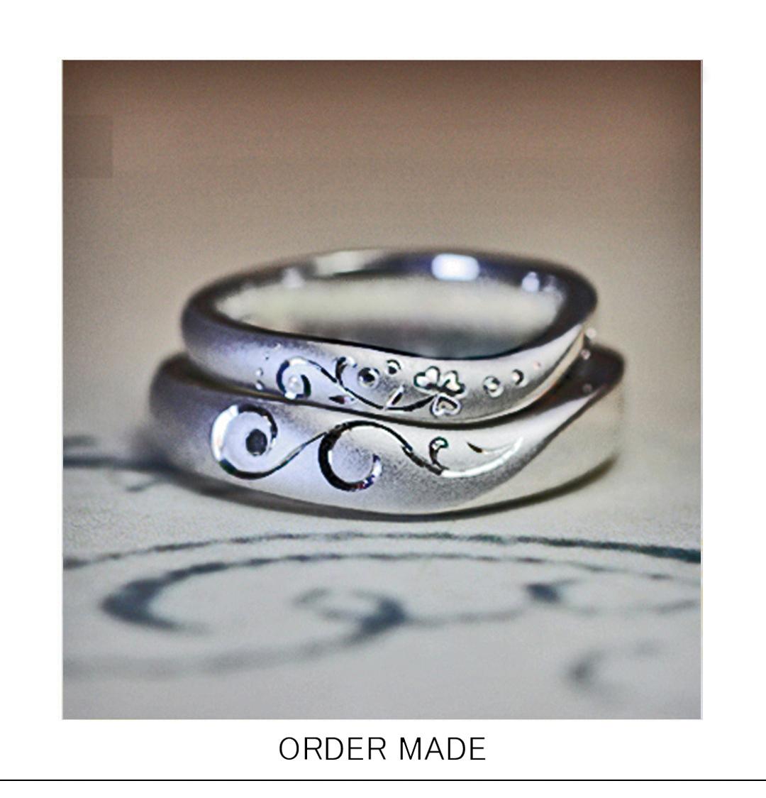 結婚指輪を2本重ねてハートをつくるクローバー模様のオーダーリングのサムネイル