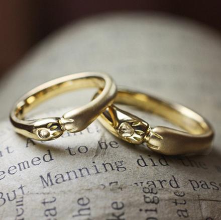 ネコがバグするゴールド結婚指輪・千葉 松戸のカップル