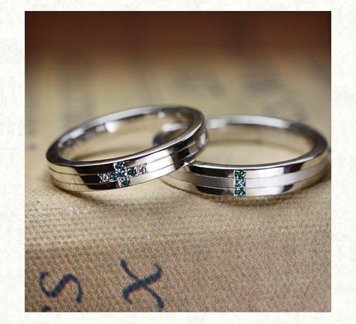重ねてブルーダイヤモンドの 青い十字架をつくる結婚指輪 1