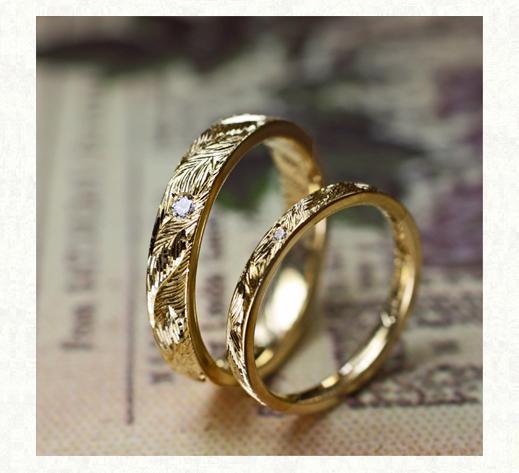 ミモザの葉脈模様が全面に煌く  ゴールドの結婚指輪 1 千葉・柏 ヨー&マーレ