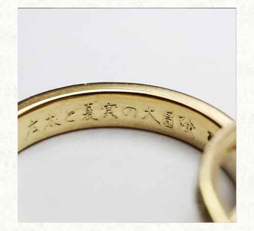 ミモザの葉脈模様が全面に煌く  ゴールドの結婚指輪 リング内側のデザイン 千葉・柏 ヨー&マーレ