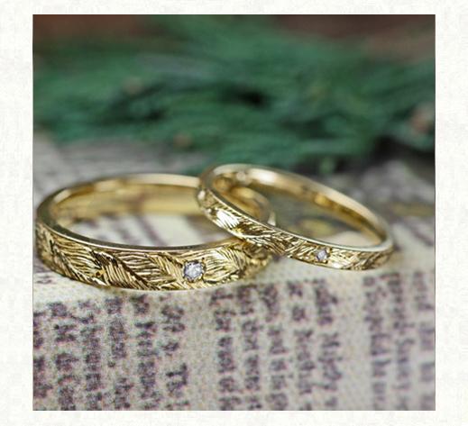 ミモザの葉脈模様が全面に煌く  ゴールドの結婚指輪2 千葉・柏 ヨー&マーレ