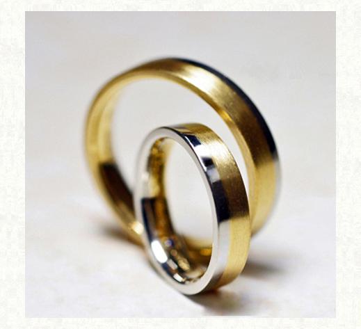ゴールドとグレーのコンビカラーの結婚指輪・シフォン