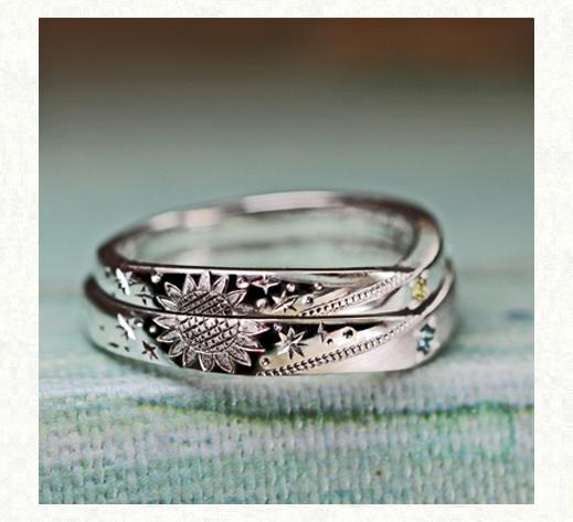 結婚指輪のサイドにデザインされたヒマワリの模様