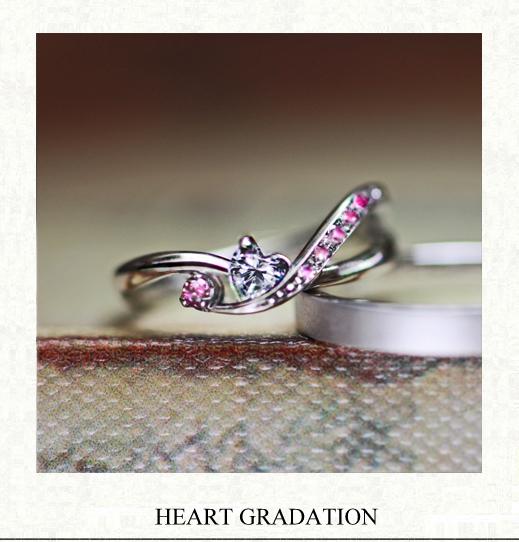 ピンクのカラーグラデーションと ハートダイヤの婚約指輪
