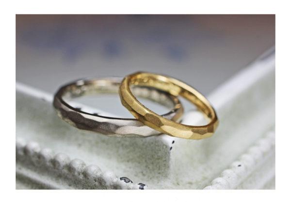 氷の表面テクスチャーのゴールド結婚指輪1|千葉・柏 ヨー&マーレ