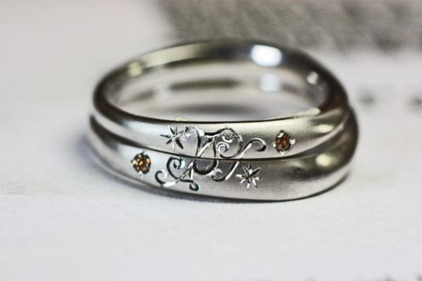 世界で一つのマークを作った結婚指輪