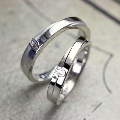 馬蹄のマークが入ったオーダーメイドの結婚指輪