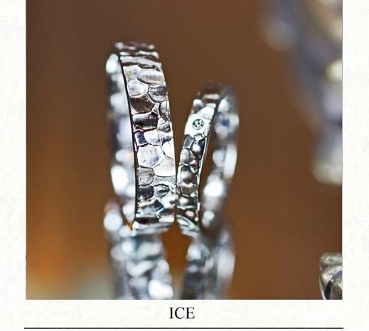 アイス・氷の表面の形状をデザインしたヨーアンドマーレのオリジナルデザインの結婚指輪