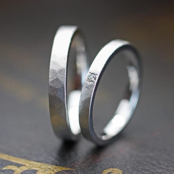 凍ったアイスの表面をデザインした結婚指輪  フローズン