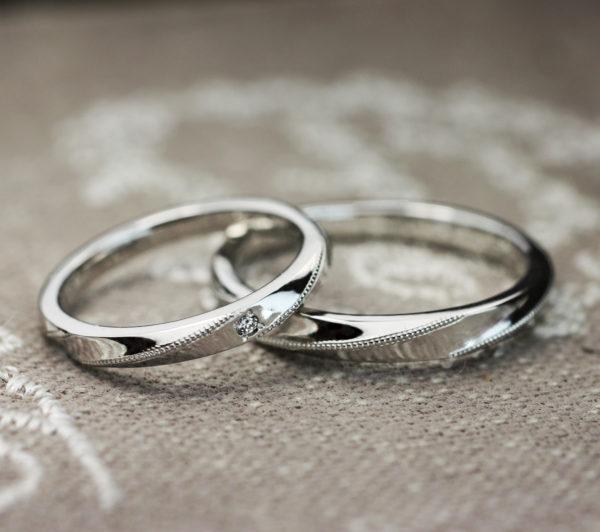 細いおしゃれな結婚指輪・プラチナリリアン
