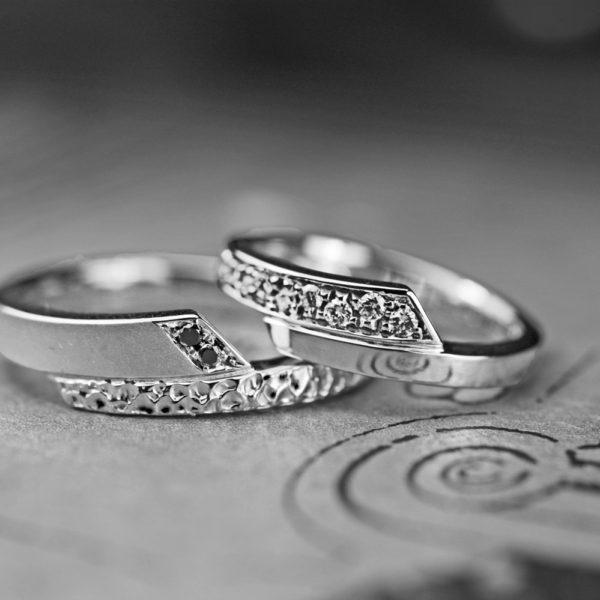 ダイヤモンドスネーク・結婚指輪をオーダーアレンジしたリング