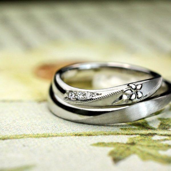ユリの花のモチーフを結婚指輪にデザインしたオリジナルオーダー
