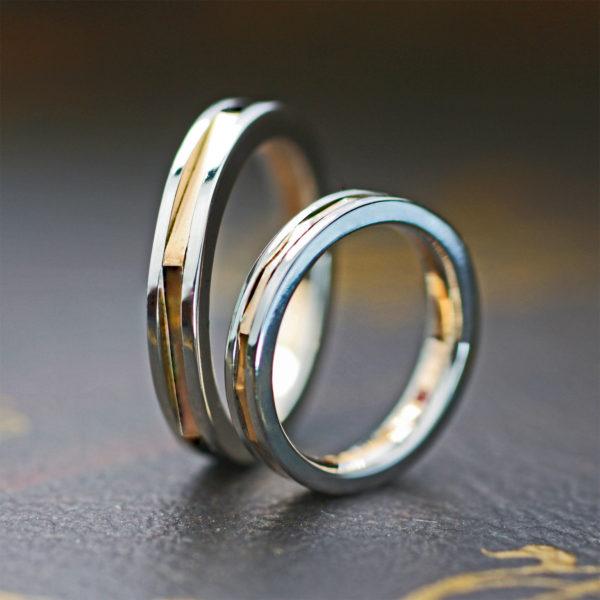 六角形のピンクゴールドがプラチナにサンドされたオーダー結婚指輪