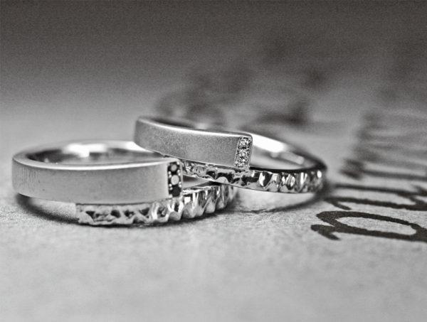 スネーク・個性的なスネークデザインの プラチナ結婚指輪コレクション