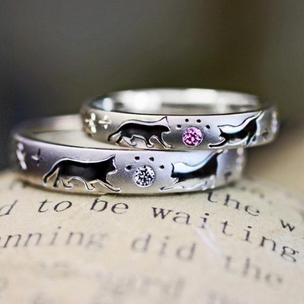 ピンクとホワイトの肉球のネコの結婚指輪オーダーメイド