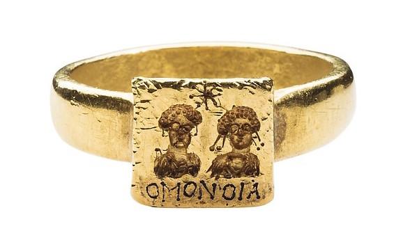 恋人の顔  ゴールド結婚指輪、金、6〜7世紀、ビザンチン。
