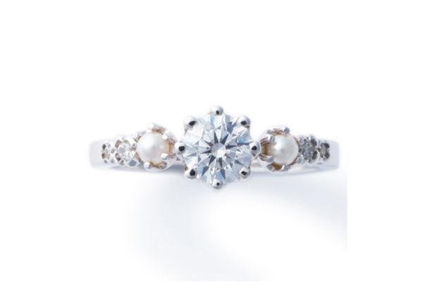 パールとダイヤモンドの婚約指輪