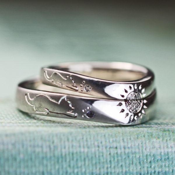 ねこと太陽を手彫りでデザインしたオーダーメイドのプラチナ結婚指輪