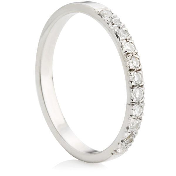 ホワイトゴールドの結婚指輪をオーダーメイドする