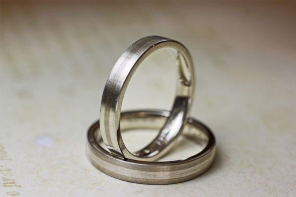 白とグレーのモノトーンを結婚指輪をオーダーデザイン
