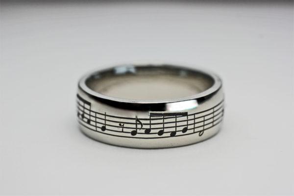 365日の紙飛行機の楽譜を入れた結婚指輪 4