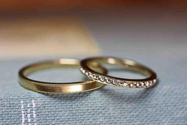 ダイヤをリング一周に留めたオーダーメイドの結婚指輪