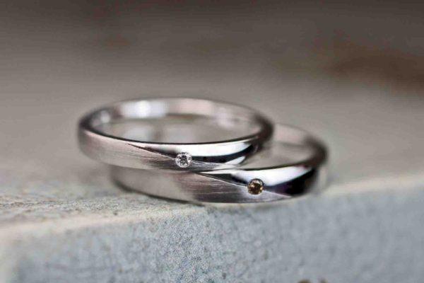 ホワイトダイヤとブラウンダイヤのオーダー結婚指輪