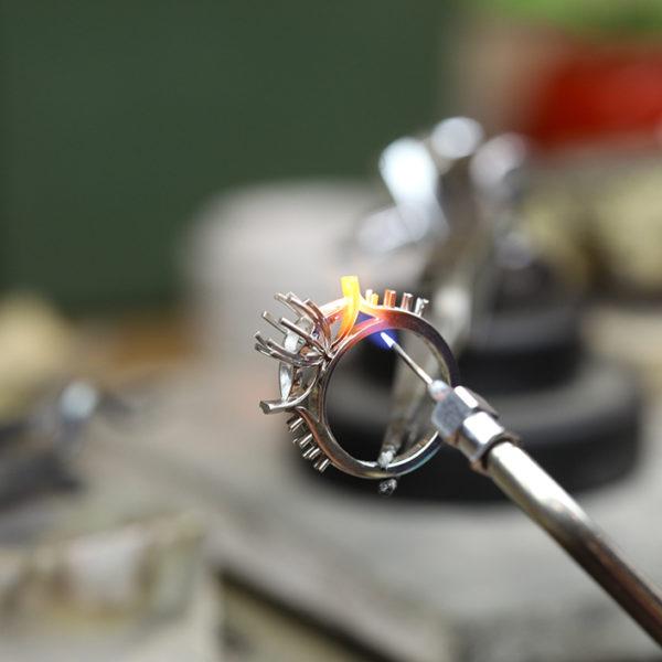 職人による婚約指輪をオーダーメイドで作るプロセス!