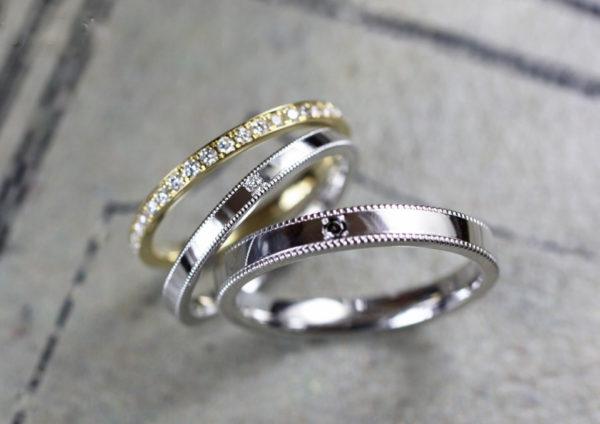 ゴールドエタニティと結婚指輪を重ねるセットデザイン