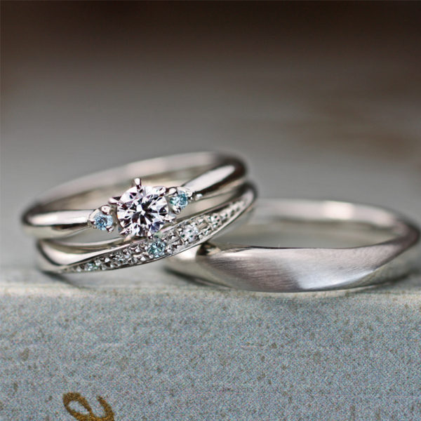 3つブルーダイヤが美しい結婚指輪と婚約指輪のセットリングオーダー