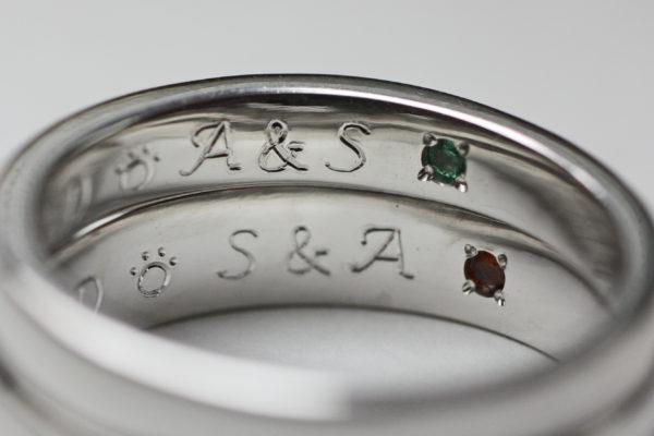 ご兄弟の紹介でイニシャルAとSを結婚指輪の内側に入れて