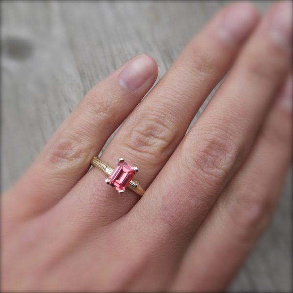 美しいパパラチアサファイアを婚約指輪のオーダーメイドに