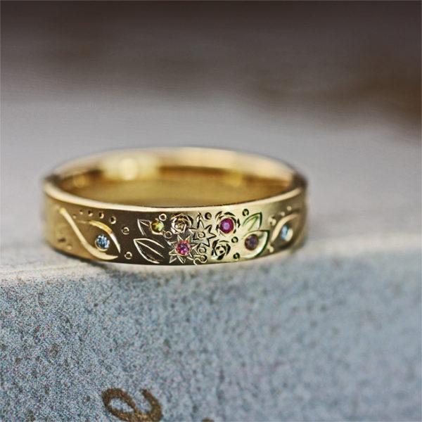 結婚記念指輪にブーケとダイヤと子供の人気キャラをオーダーメイド