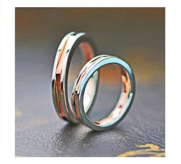 ピンクゴールドのリングをプラチナで挟んだ結婚指輪