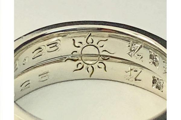 結婚指輪を重ねて太陽のマークをつくる