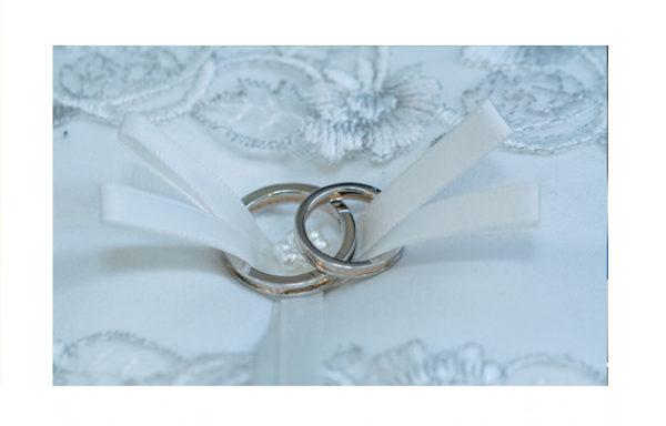 世界でたった一つの結婚指輪で とても素敵だねと言われました。