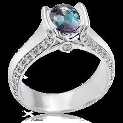 昼夜で2つの色を持つ魅惑のアレキサンドライトで婚約指輪をオーダー